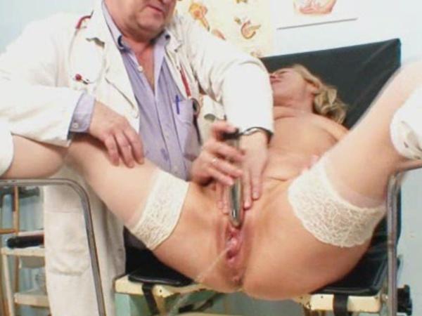 приказала трахнуть видео осмотр толстой женщины у гинеколога дама сняла трусы