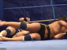 Honey Demon and Melanie Memphis wrestling