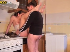 Hot amateur couple fucks hard in the morning until the job