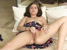 Shannon pretty sexy fingers hard pussy squirt