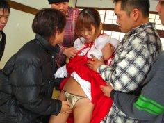 Servant girl Yuuno Hoshi in gets in group sex