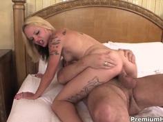 Teen blonde Faye Runaway pleasures her step daddy