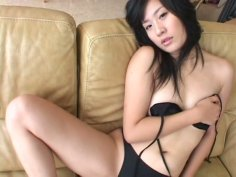 Chubby face Japanese girl Gekisha demonstrates her fresh body