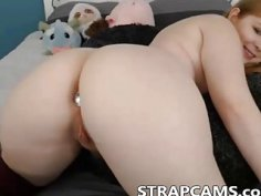 Chubby busty teen with perfect ass on webcam