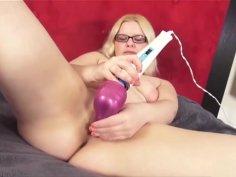 Pink Pussy Masturbation With Hot Daisy
