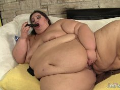SSBBW Apple Bomb Shows off Her Massive Body as She Tries Some Naughty Toys