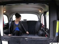 Curvy babe sucks off and boned in the cab for free fare